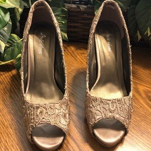 Gorgeous pair of embroidered shoes from Paris, SZ8